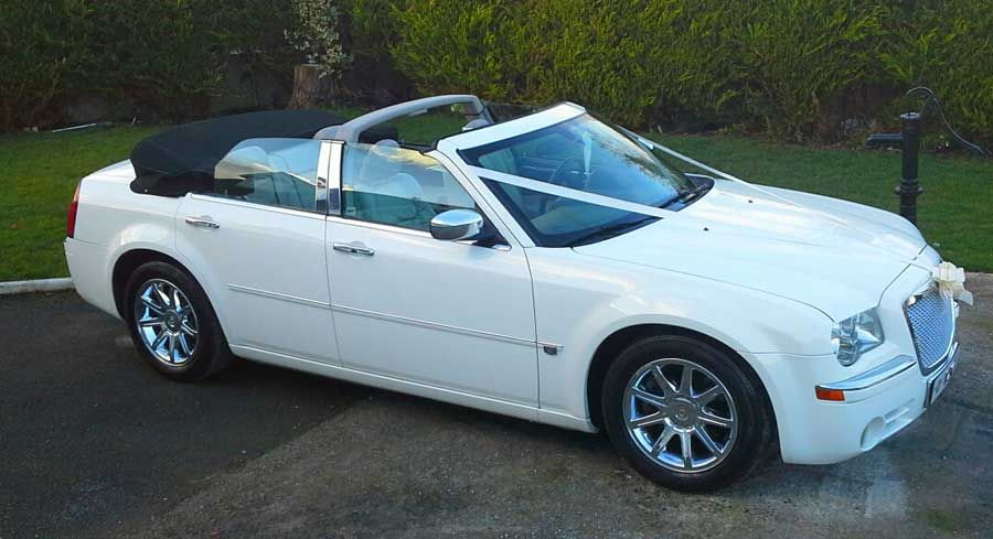 Chrysler 300C Convertible in Diamond White