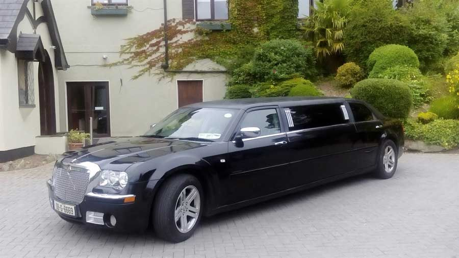 Chrysler 300C Stretch Limousine in Piano Black